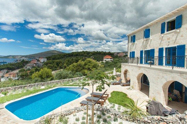 House, 360 m2, For Sale, Trogir - Čiovo