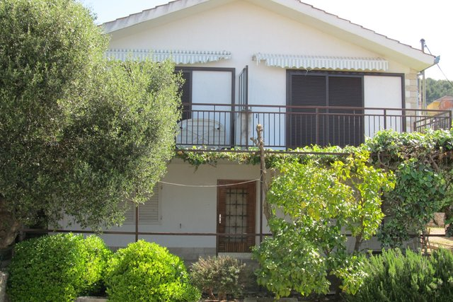 DETACHED HOUSE IN A PEACEFULL SURROUNDING, ON THE ISLAND OF ČIOVO