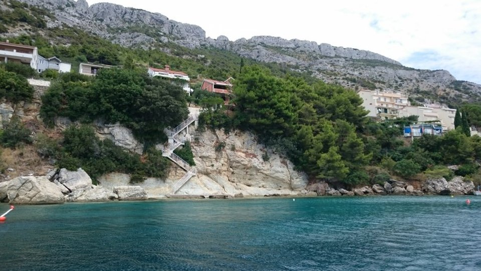 HOUSE IN ROH BAU PHASE SITUATED AT THE PRIVATE LOCATION, FIRST ROW TO THE SEA IN THE OMIŠ AREA!