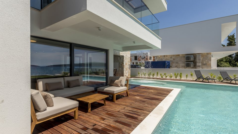 EXCLUSIVE MODERN VILLA IN FIRST ROW TO THE SEA!