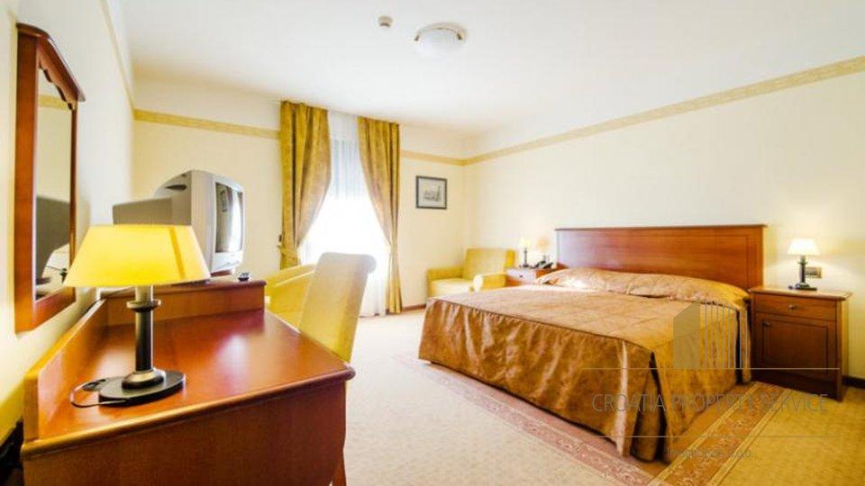 HOTEL S 4 **** , UZ MORE, S RESTORANOM, U OKOLICI ZADRA