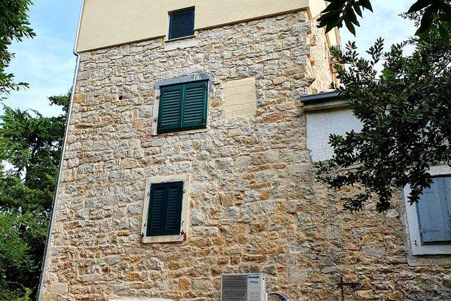 Renovirana kamena kuća 50 m od mora