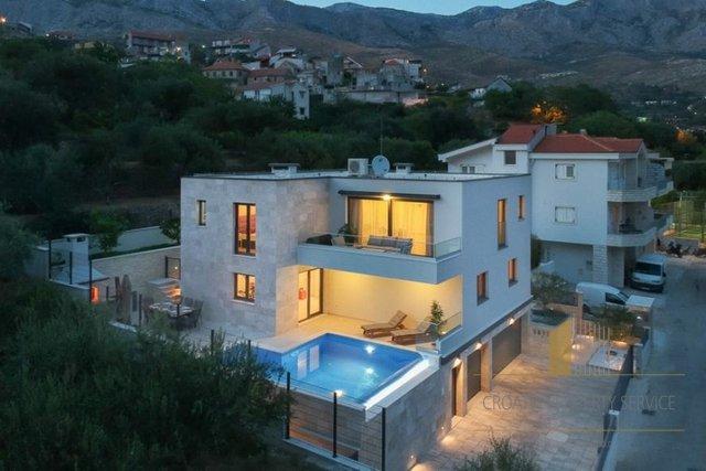 Hiša, 210 m2, Prodaja, Split - Žrnovnica