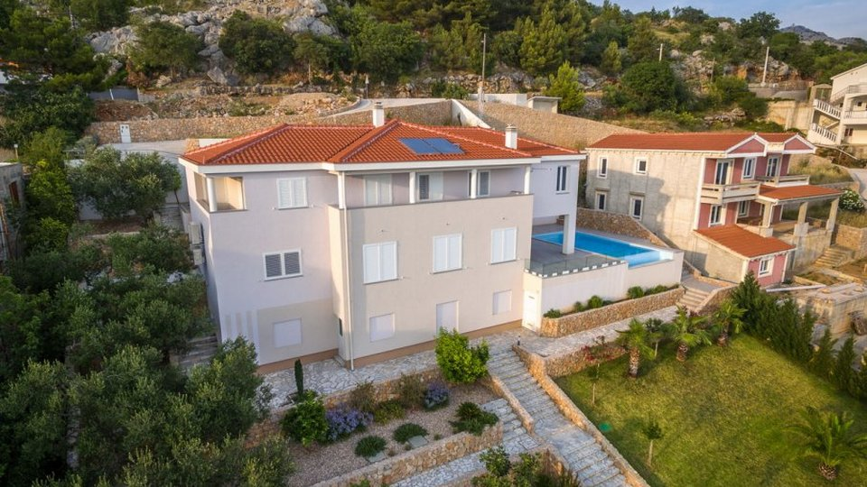 LUXURY VILLA WITH POOL FIRST LINE TO THE SEA, ZADAR!