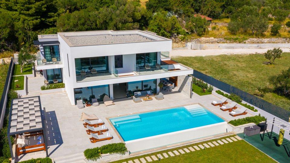 House, 310 m2, For Sale, Kaštel Kambelovac