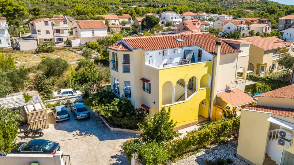NICE FURNISHED, TWO BEDROOM APARTMENT IN SMALL DALMATIAN PLACE OF TRIBUNJ!