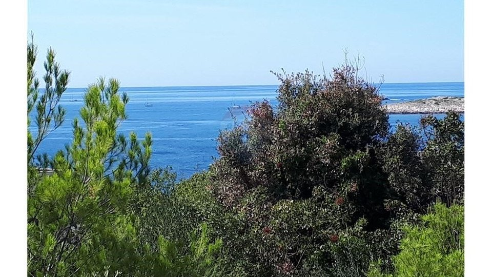 EXCEPTIONAL BUILDING PLOT WITH SEA VIEW AND CONCEPTUAL PROJECT