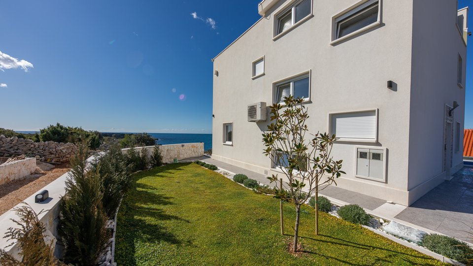 LUXURY VILLA JUST 15 METERS FROM THE SEA AWAY, ROGOZNICA
