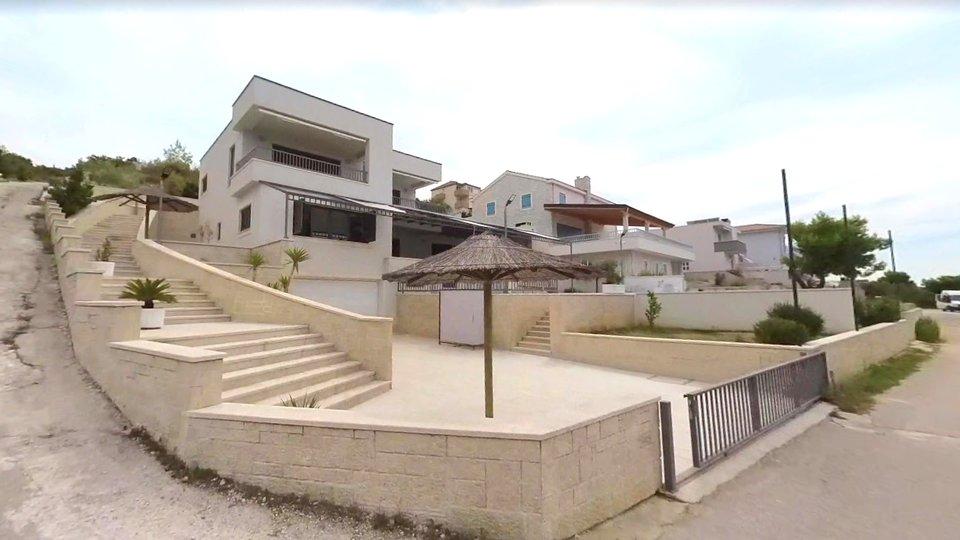 Villa direkt am Meer in Rogoznica mit geräumigem Grundstück