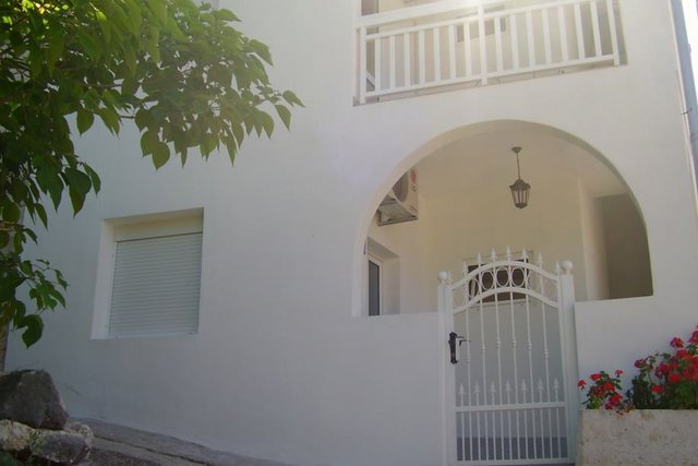 HOUSE WITH 3 APARTMENTS, JUST 50 METERS FROM THE SEA