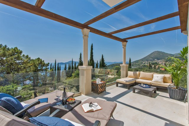 LUXURY VILLA WITH HEATED SWIMMING POOL AND AMAZING SEA VIEW, NEAR DUBROVNIK