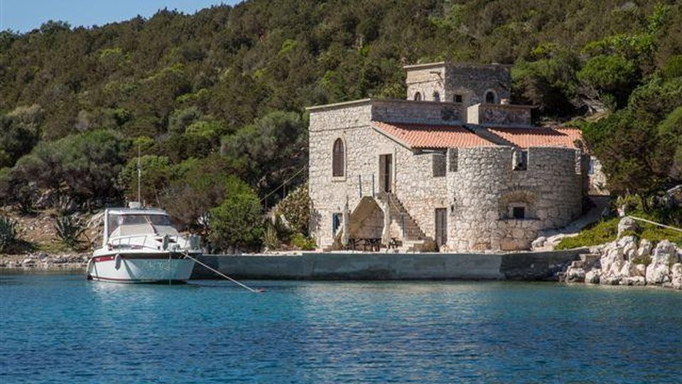 SEAFRONT CASTLE ON ONE OF THE BEAUTIFUL ISLAND IN ZADAR AREA