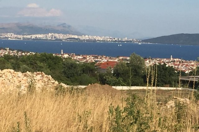 BUILDING LAND PLOT WITH PANORAMIC VIEW OF SPLIT AND KAŠTELA BAY