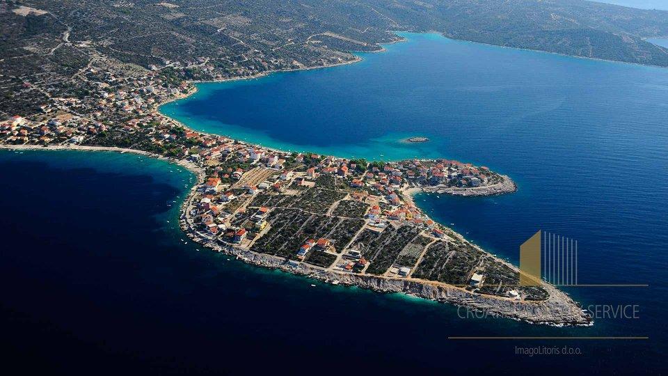 Eine gemütliche Villa im Seidlung Sevid zwischen Trogir und Rogoznica, am ende von traumhaften Buchten und Halbinseln, Kroatien