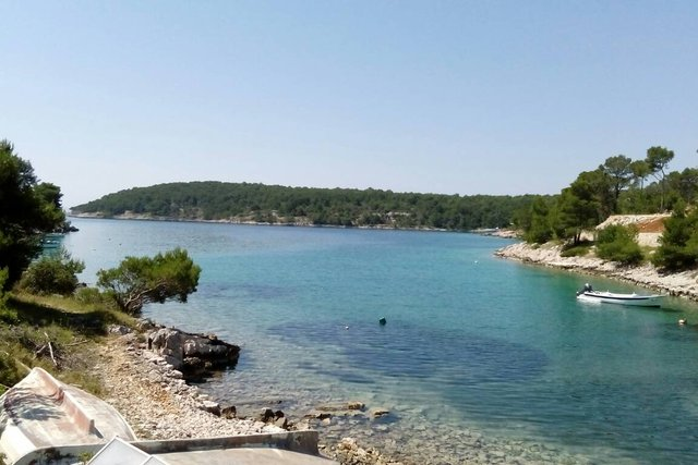 Extraordinary waterfront property on Brac!