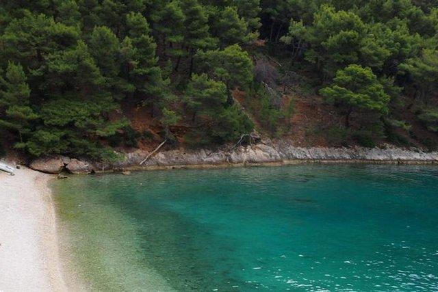 EXCLUSIVE land on the FRONT LINE in a fantastic bay on Hvar!
