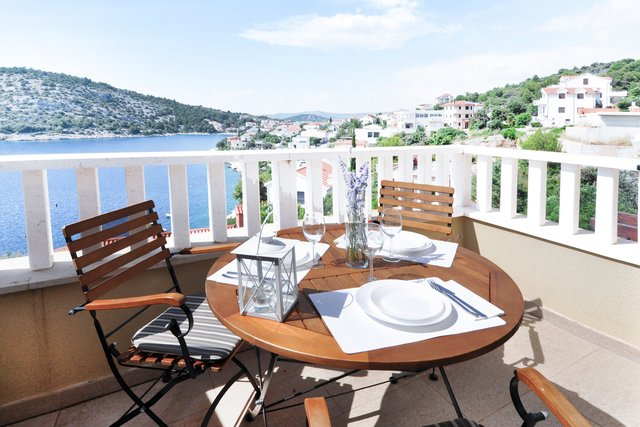 HOUSE WITH AN AMAZING SEA VIEW, JUST 30 METERS FROM THE BEACH