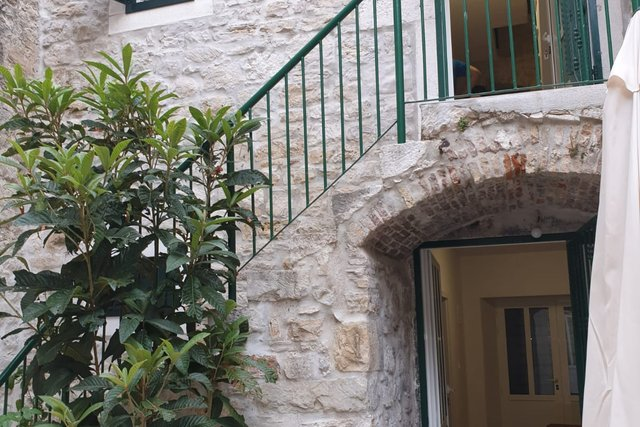 RENOVATED STONE HOUSE IN THE CENTRE OF ONE OF SEVEN KAŠTELA