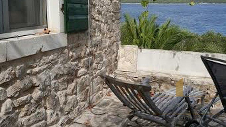 Kamena vila na plaži u Starigradu, na rajskom otoku Hvaru!