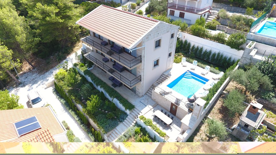 House, 350 m2, For Sale, Trogir - Čiovo