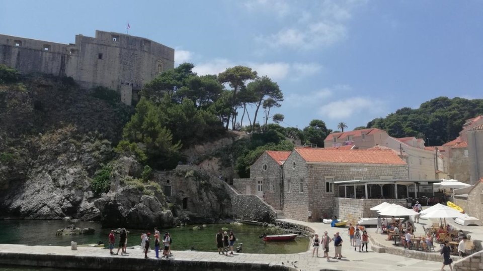 Great tourist property near the City Walls of Old Dubrovnik and just a few steps from the sea!
