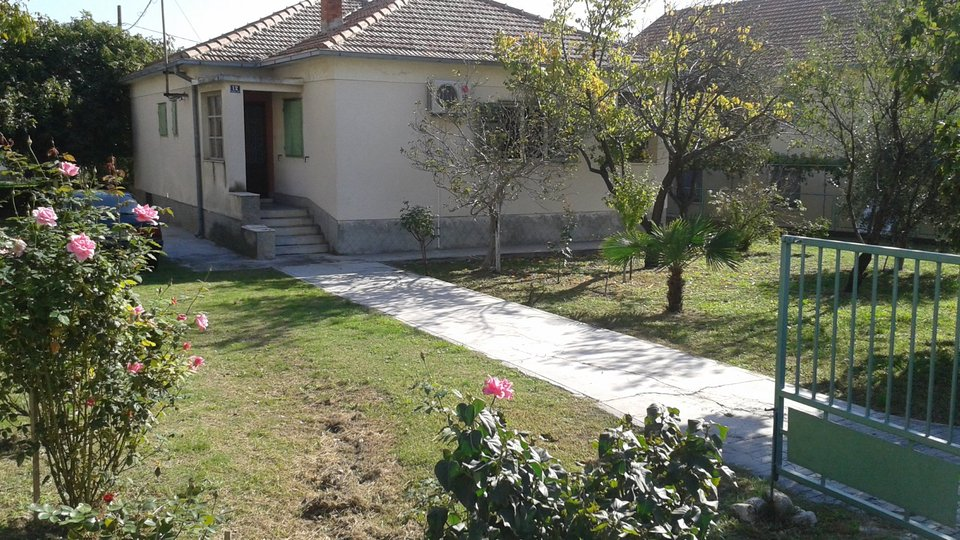 Cheap house with beautiful garden in the outskirts of Split in Solin!
