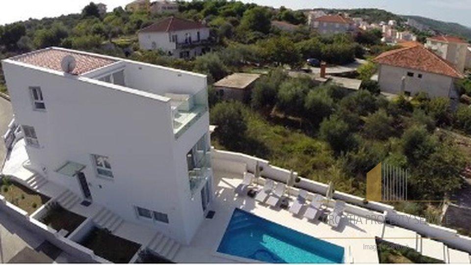 House, 200 m2, For Sale, Trogir - Čiovo