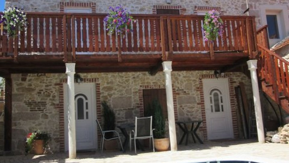 Old stone house turned into boutique mini-hotel with swimming pool in Zadar!