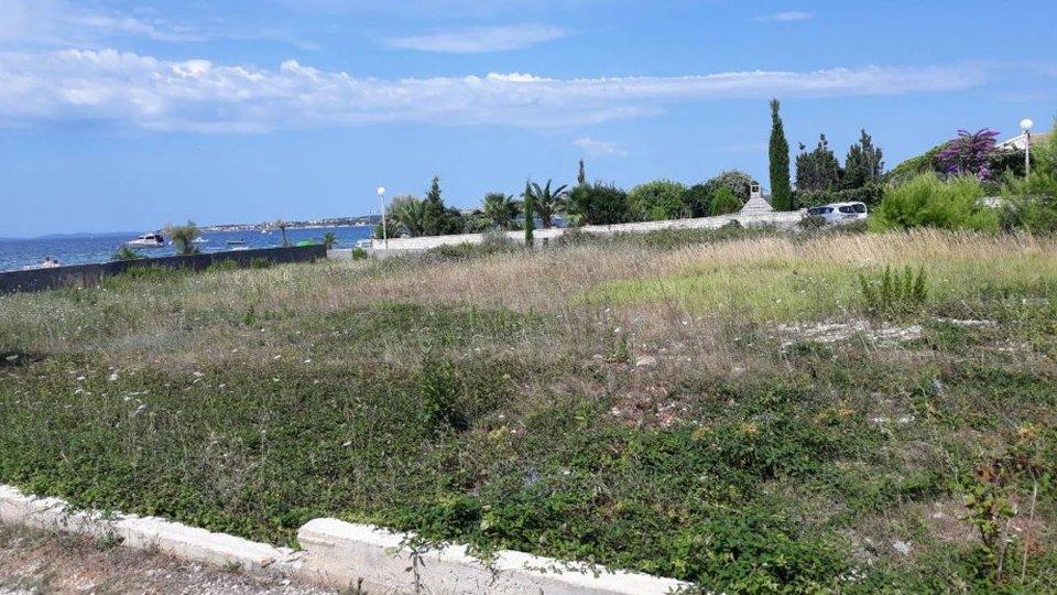 Urbanizirano zemljište u neposrednoj blizini mora na otoku Viru!