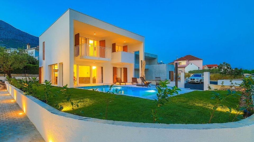 Seven new modern villas for sale in Kastela!