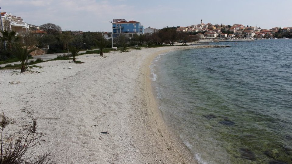 Construction land plot in Seget Vranjica, samo 100 metara od plaže, na prodaju!