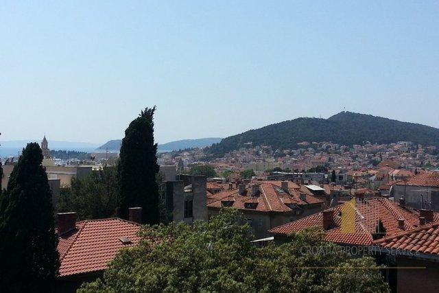 Prekrasan stan u Splitu (Manus) s pogledom na more!