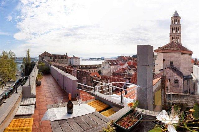 Troetažni luksuzni apartman s panoramskim pogledom na vrhu!