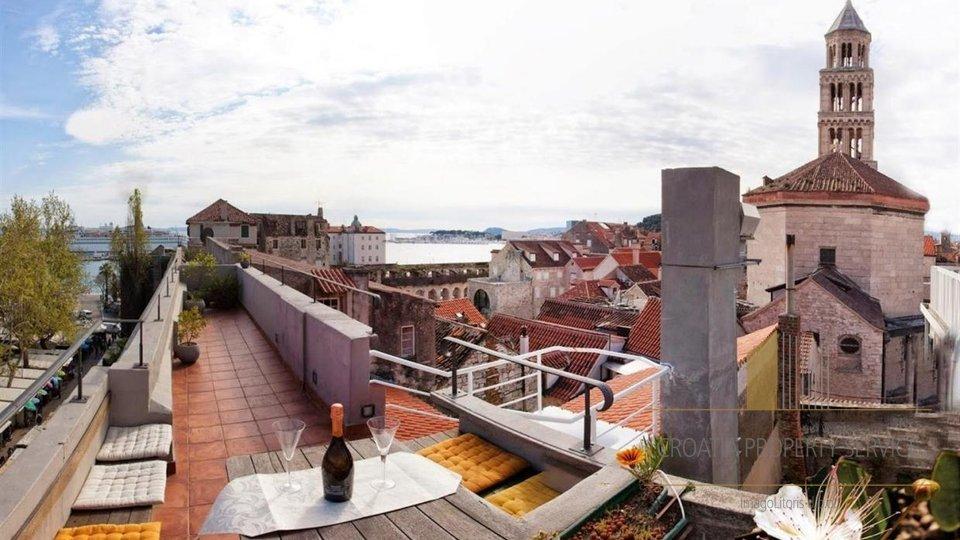 Dreistöckiges Luxusapartment mit Panoramablick darauf!