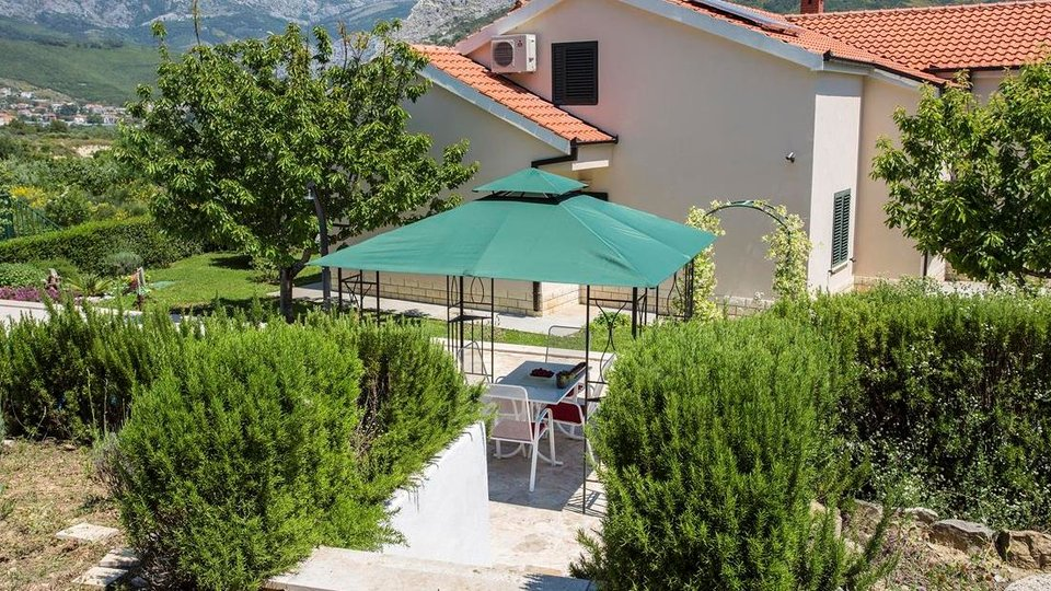BEAUTIFUL VILLA WITH POOL AND SPACIOUS GARDEN IN SPLIT AREA!