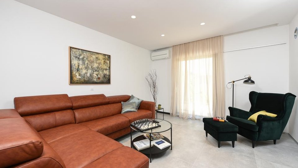 House, 355 m2, For Sale, Zadar