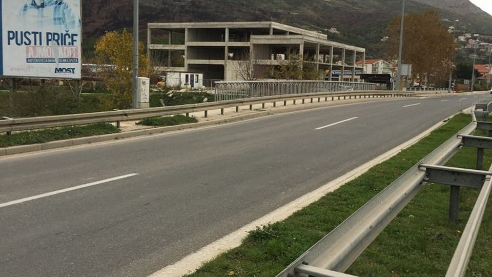 HOTEL IN CONSTRUCTION SITUATED ON THE LAND SURFACE 3881 SQM, ACCOMMODATION WITH THE HIGHEST TRAFFIC ROAD OF SPLIT - DALMATIAN COUNTY! SPLIT!
