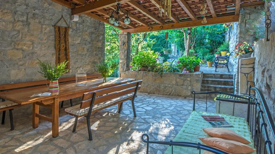 FAIRYTALE STONE PROPERTY WITH ARTIST FURNISHED VILLA ON HILL NEAR SPLIT!