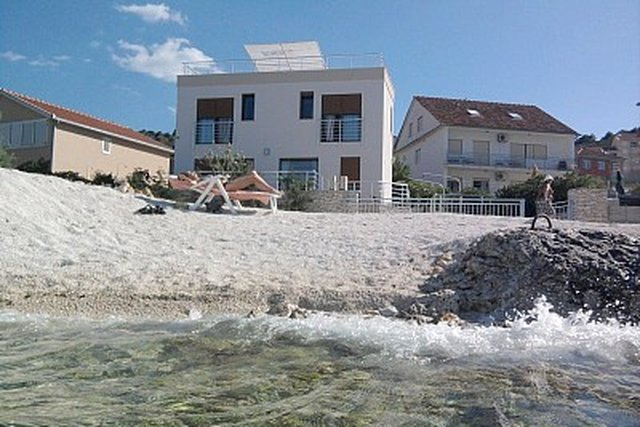Moderna nova vila za prodaju na Čiovu - s bazenom!