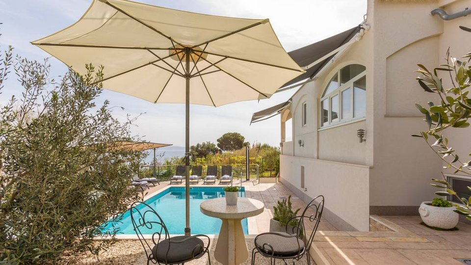 BEAUTIFUL VILLA WITH POOL AND COMFORTABLE INFIELD, EXCELLENTLY GOOD VIEW!