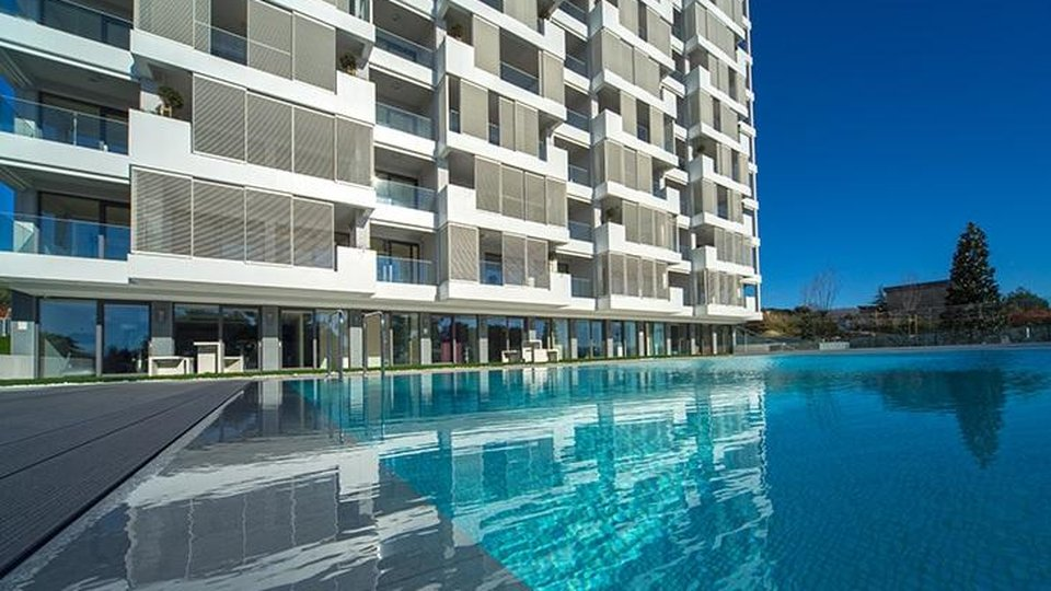LUXURIOUS FLAT IN SPLIT CONSTRUCTION, 50 SQM DISTANCE FROM THE SEA, SPLIT!