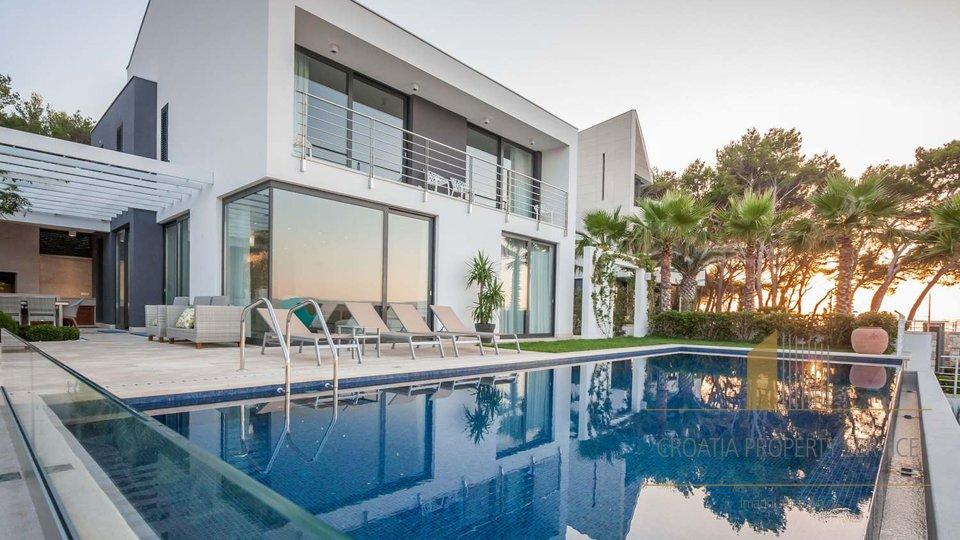 Schöne Villa am Meer mit eigenem Strand in Sutivan auf der paradiesischen Insel Brač