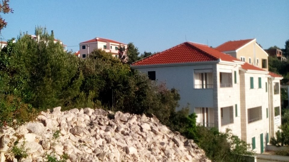 BUILDING LAND PLOT SURFACE 931 SQM, NICE, QUIT PLACE, 70 METERS AWAY FROM THE SEA, ŠOLTA!