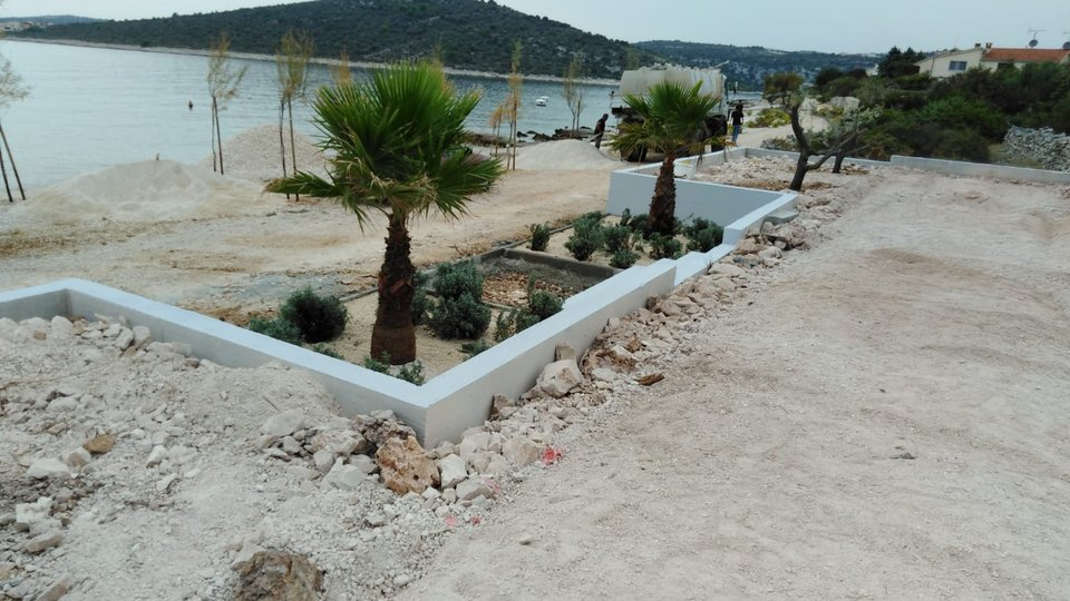 CONSTRUCTION LAND SURFACE 2700 SQM IN EXCELLENT LOCATION, FIRST ROW TO THE SEA, SEVID!