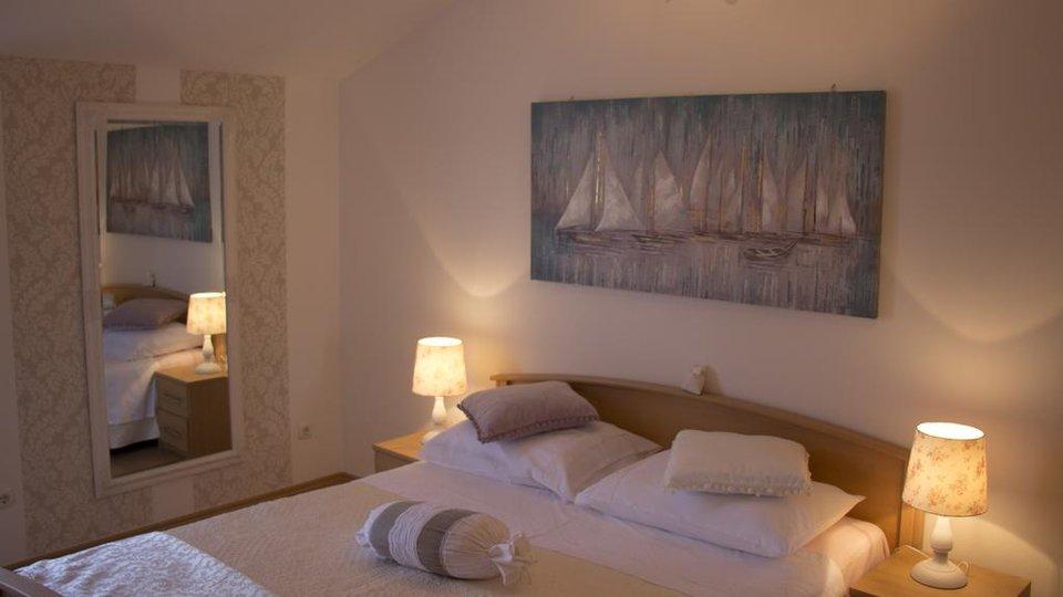 BEAUTIFUL APARTMENT HOUSE WITH POOL AND SEA VIEW, KAŠTELA!