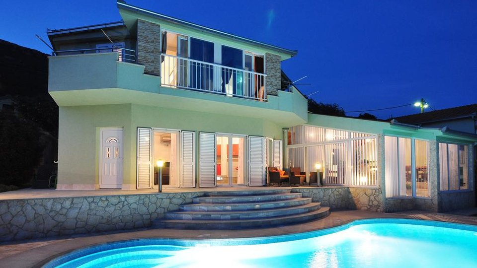 SPACIOUS PROPERTY WITH TWO VILLAS SITUATED ON HILL KOZJAK!