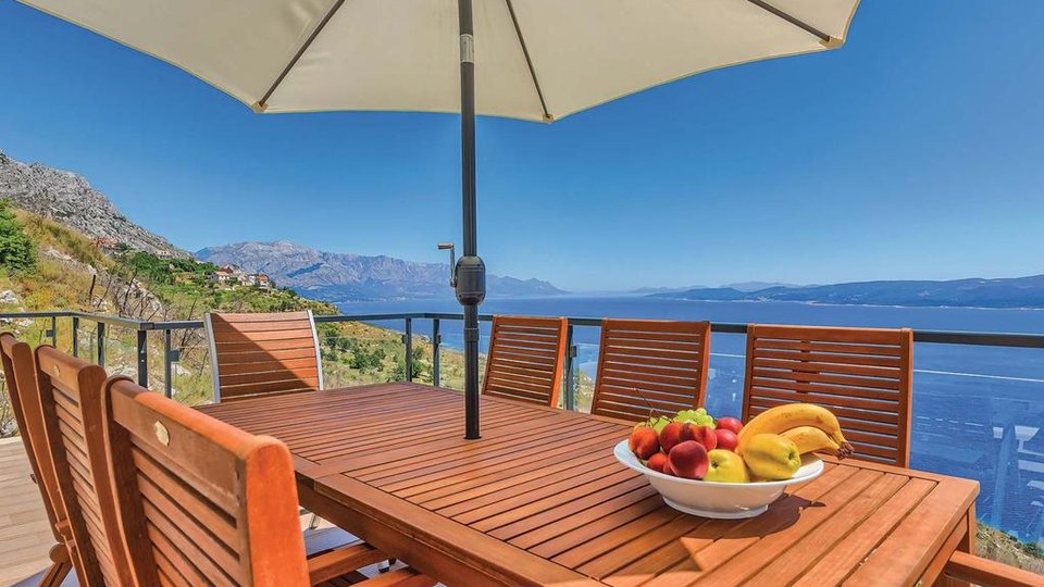 LUXURY VILLA WITH POOL AND BEAUTIFUL SEA VIEW IS LOCATED ON THE BEACH NEAR THE OMIŠ!