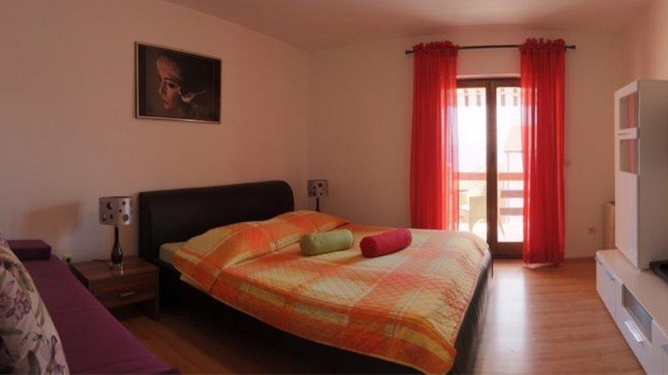 Hostel in einer schönen Lage, 400 Meter vom Meer entfernt, Insel Brač!
