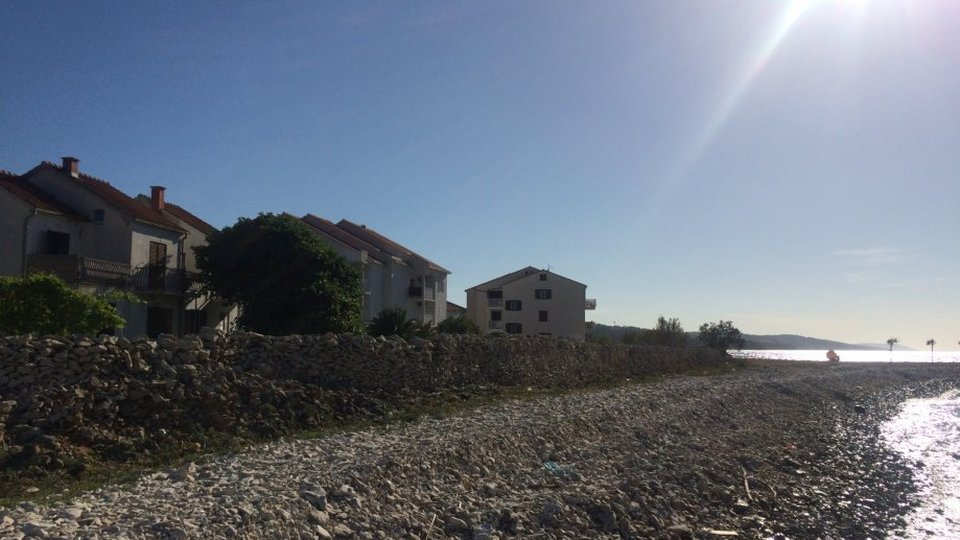 HOUSE FOR ADAPTATION IN ATRACTIVE LOCATION, FIRST ROW TO THE SEA, ISLAND BRAČ