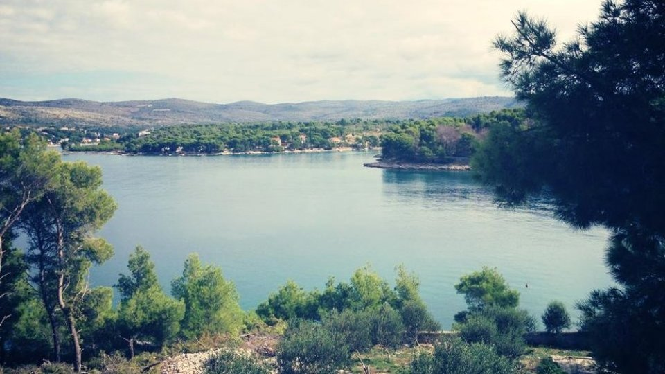 STONE COTTAGE SURFACE 24 M2 IS LOCATED 35 METERS FROM THE SEA, ISLAND OF BRAC